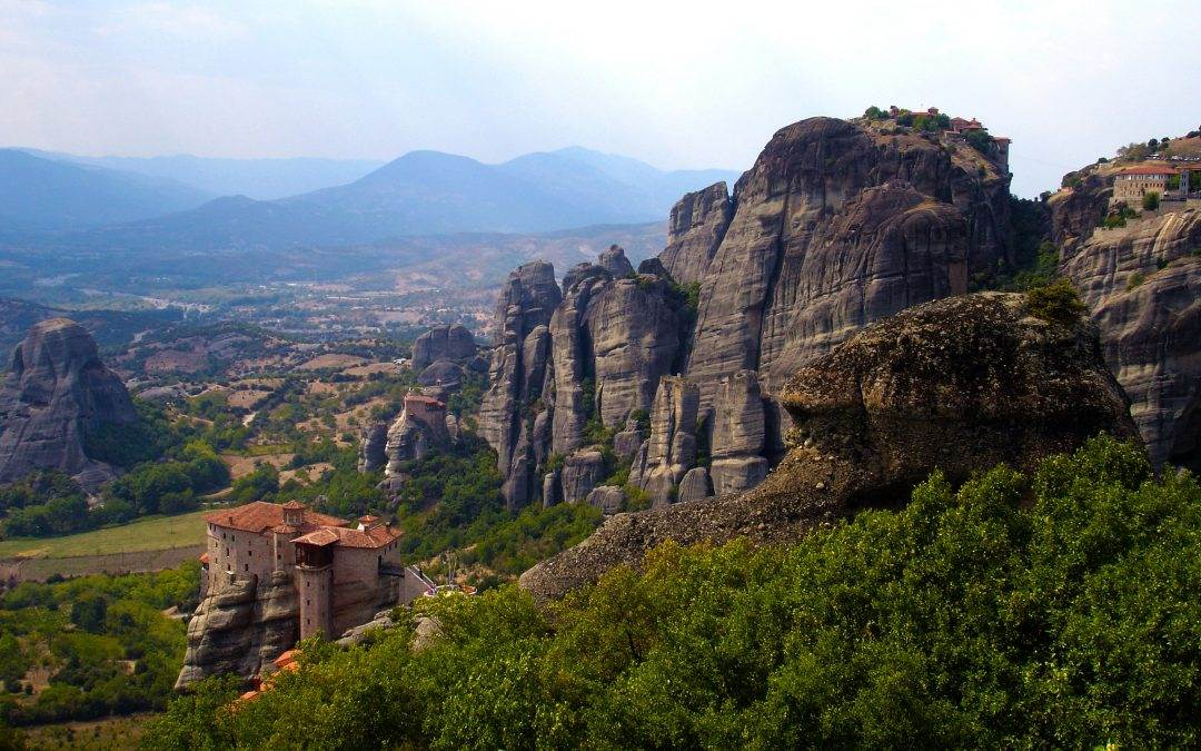 HOW TO VISIT METEORA MONASTERIES AND SURROUNDS in 2021