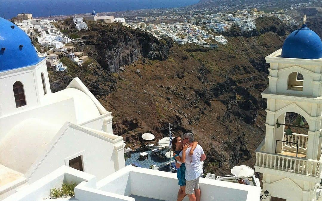 HOW TO HAVE THE PERFECT SANTORINI HONEYMOON